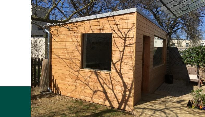 Création d'un espace bureau cosy relié à la maison par la terrasse en bois